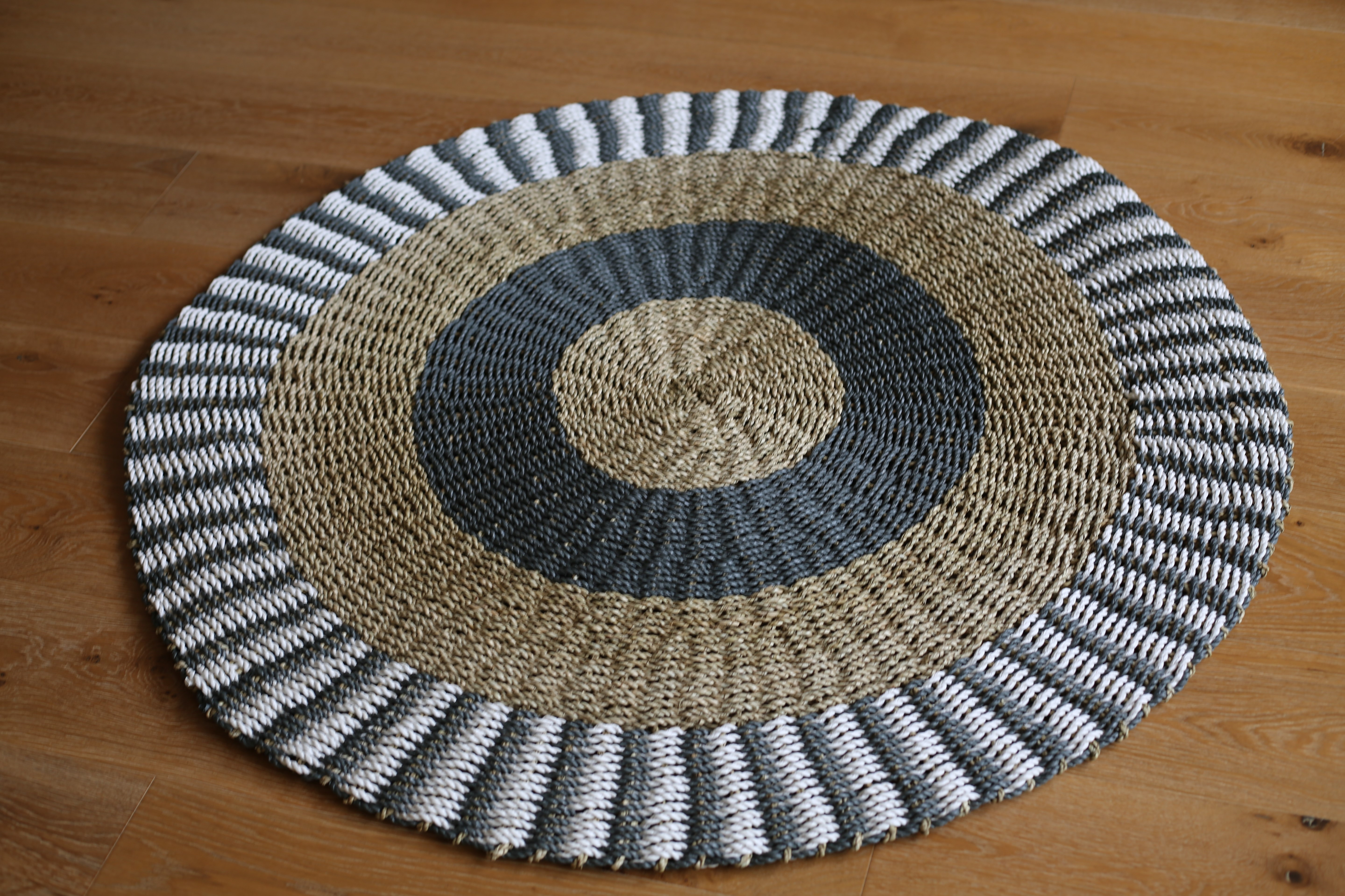 Round Jute Rugs 2 Colour Selections